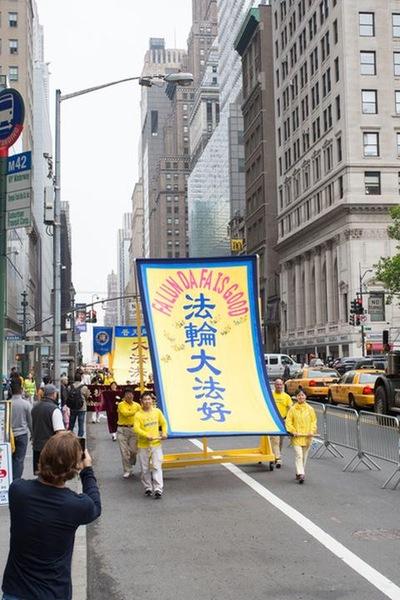 2016-5-19-ny-grand-parade-04