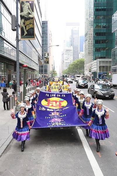 2016-5-19-ny-grand-parade-06